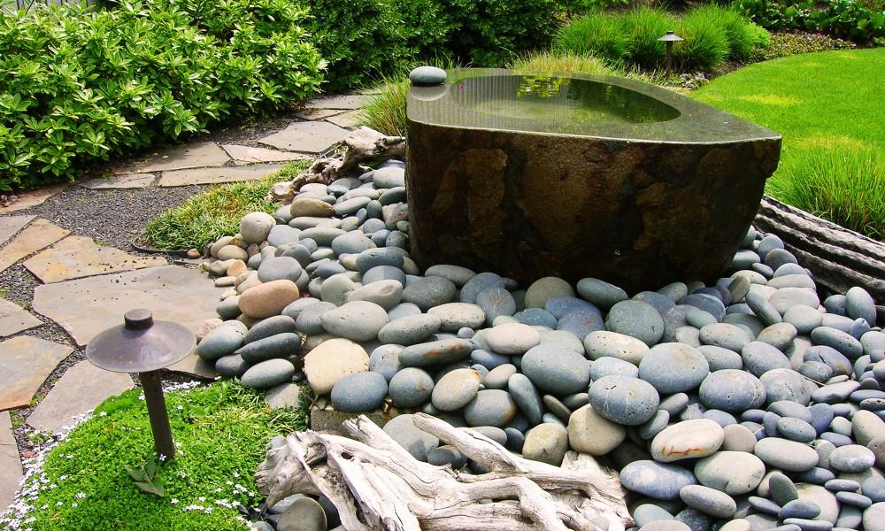 http://www.stangelandlandscape.com/wp-content/uploads/2014/08/Fountain-Pond-1-500x360.jpg