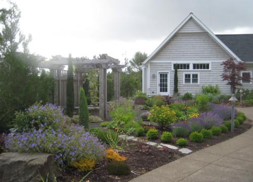 http://www.stangelandlandscape.com/wp-content/uploads/2014/08/herb-garden-driveway-feature-1000x600.jpg