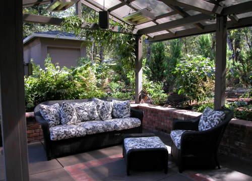 http://www.stangelandlandscape.com/wp-content/uploads/2014/08/outdoor-living-room-1000x600.jpg