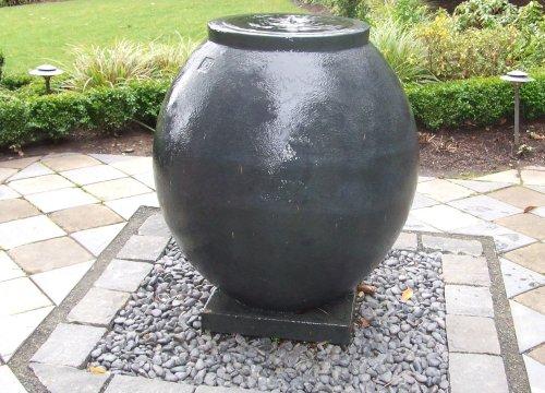 http://www.stangelandlandscape.com/wp-content/uploads/2014/08/water-feature-pot-1000x600.jpg
