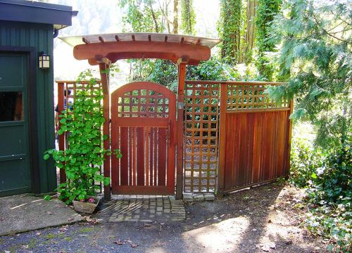 http://www.stangelandlandscape.com/wp-content/uploads/2015/07/custom-wood-arbor-gate-1000x600.jpg